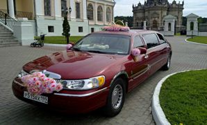 Lincoln Town Car Stretch Red